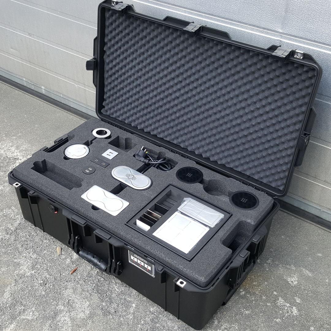 Demokoffert for kontakter, CNC maskinert